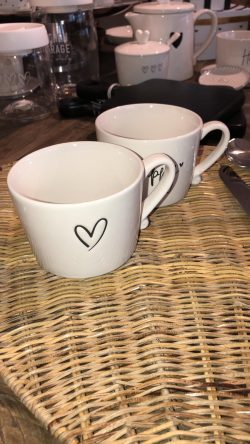 Bastion Cup white/heart black debossed 10x8x7