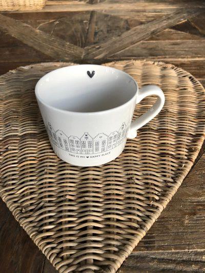 Cup white /houses black 10x8x7